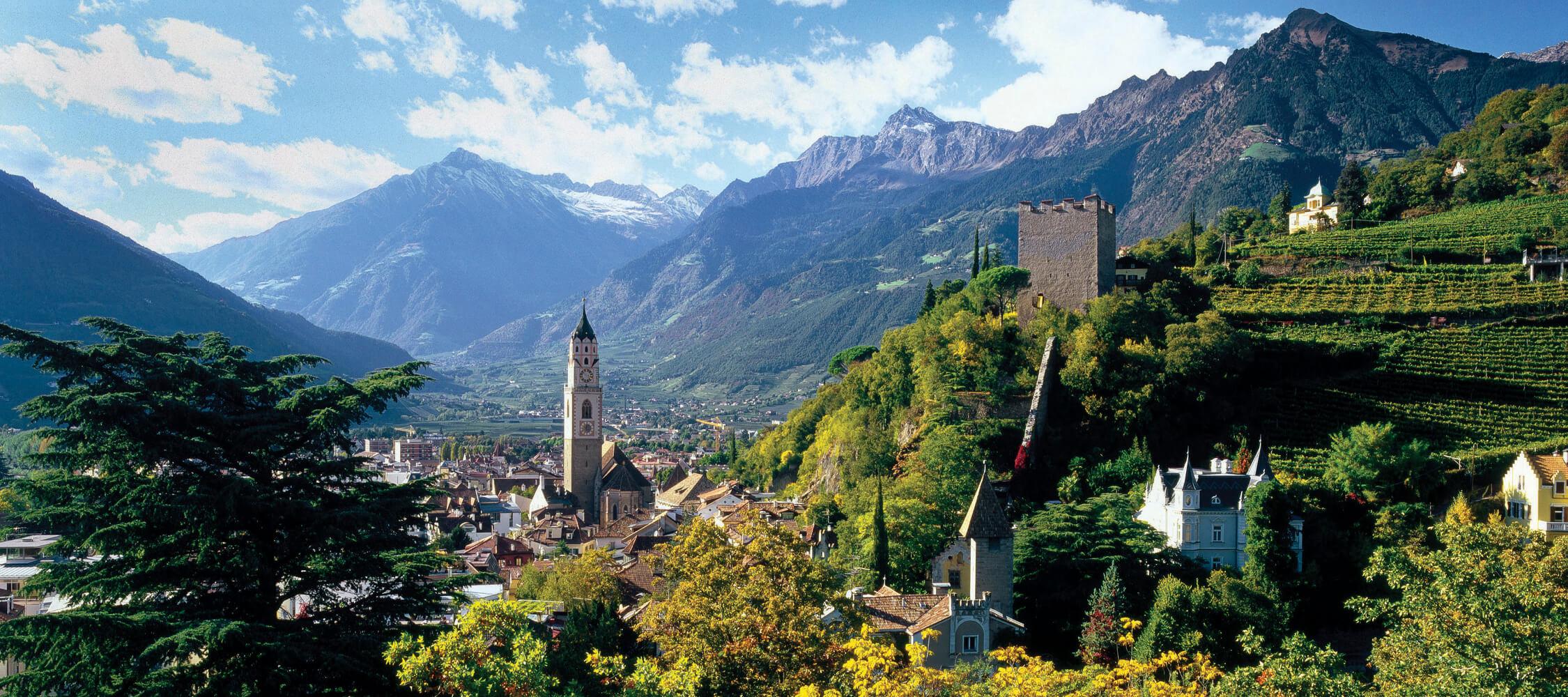 Italien-Trentino_Suedtirol_Alto_Adige_Merano_Meran_Besichtigen_Natur_Panorama_Stadt_Herbst_IDM-Clemens-Zahn_smg00521clza