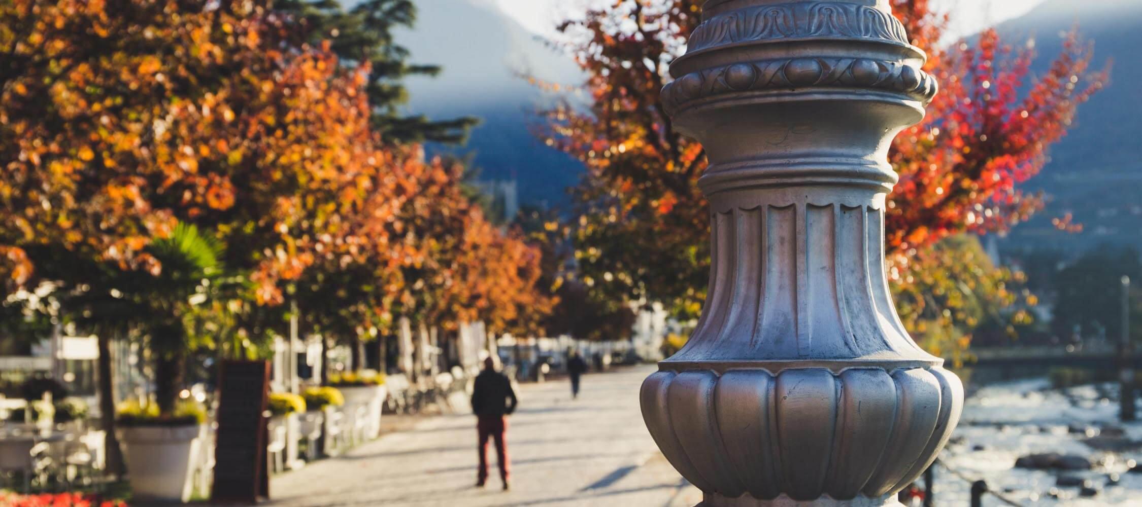 Italien-Trentino_Suedtirol_Alto_Adige_Merano_Meran_Besichtigen_Natur_Promenade_Spazieren_Herbst_Anguane_IMG_4266_2250x1000