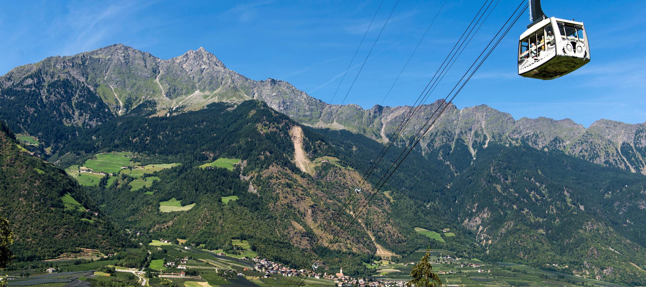 Italien-Trentino_Suedtirol_Alto_Adige_Merano_Meran_Besichtigen_Natur_Seilbahn_Panorama_Talkessel_Aschbach_TVPartschins-Helmuth-Rier_mgm00791heri_2250x1000