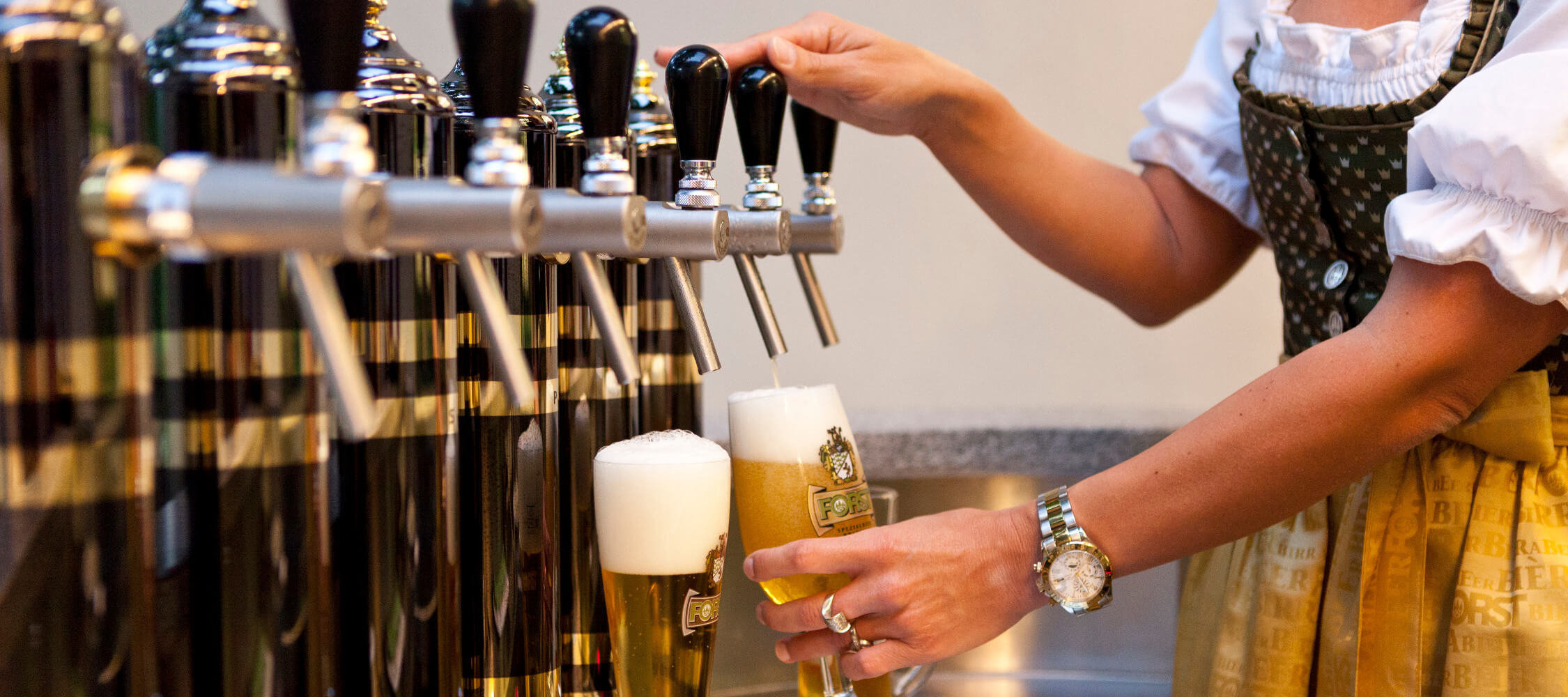 Italien-Trentino_Suedtirol_Alto_Adige_Merano_Meran_Besichtigen_Produkte_Drinks_Bier_Brauerei_MGM-Damian-Lukas-Pertoll_mgm01051mgm_2250x1000