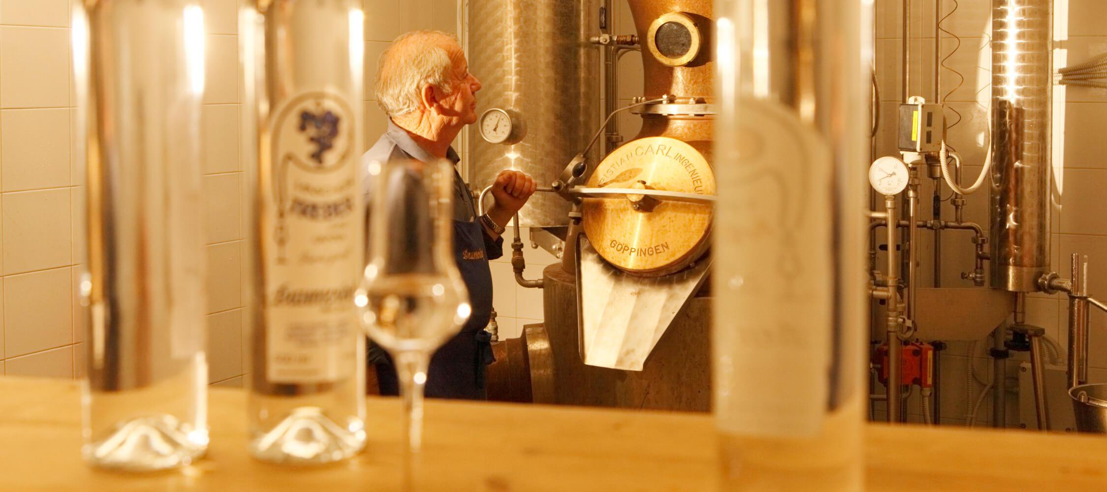 Italien-Trentino_Suedtirol_Alto_Adige_Merano_Meran_Besichtigen_Produkte_Drinks_Schnaps_Grappa_Brennerei_MGM-Frieder-Blickle_mgm00515frbl_2250x1000