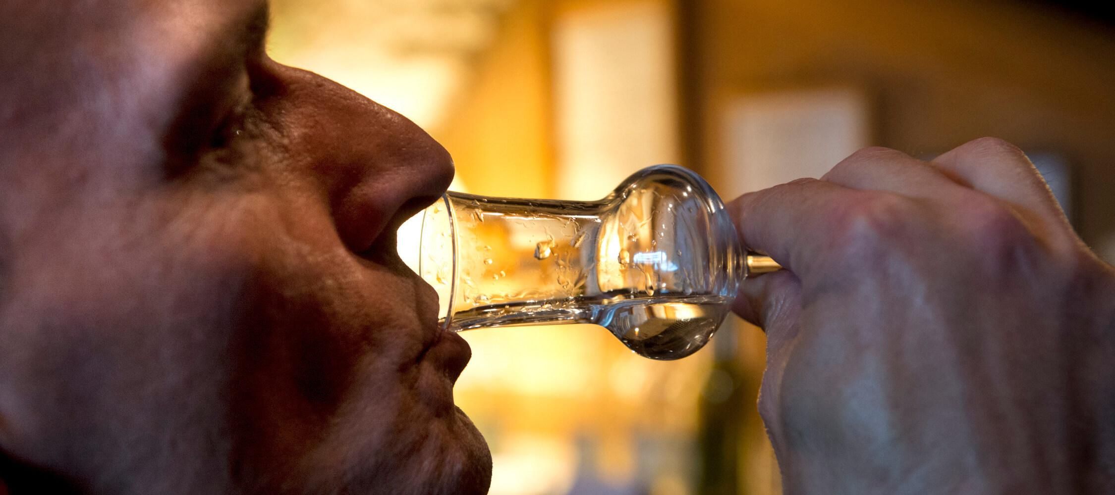 Italien-Trentino_Suedtirol_Alto_Adige_Merano_Meran_Besichtigen_Produkte_Drinks_Schnaps_Grappa_Brennerei_TVPartschins-Helmuth-Rier_mgm00737heri_2250x1000