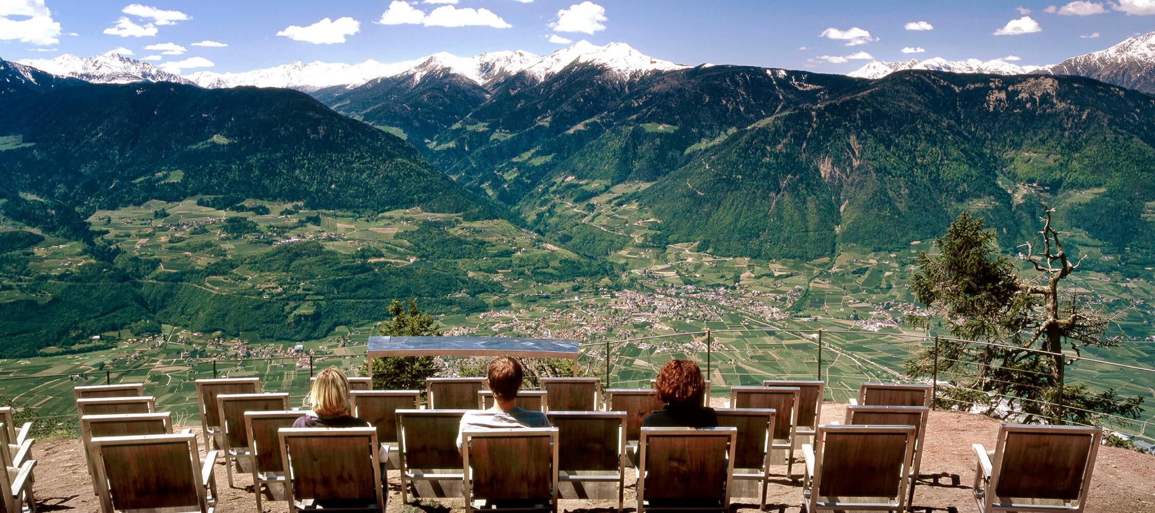 Italien-Trentino_Suedtirol_Alto_Adige_Merano_Meran_Natur_Besichtigen_Knottnkino_Panorama_Talkessel_IDM-Clemens-Zahn_smg00691clza_2250x1000