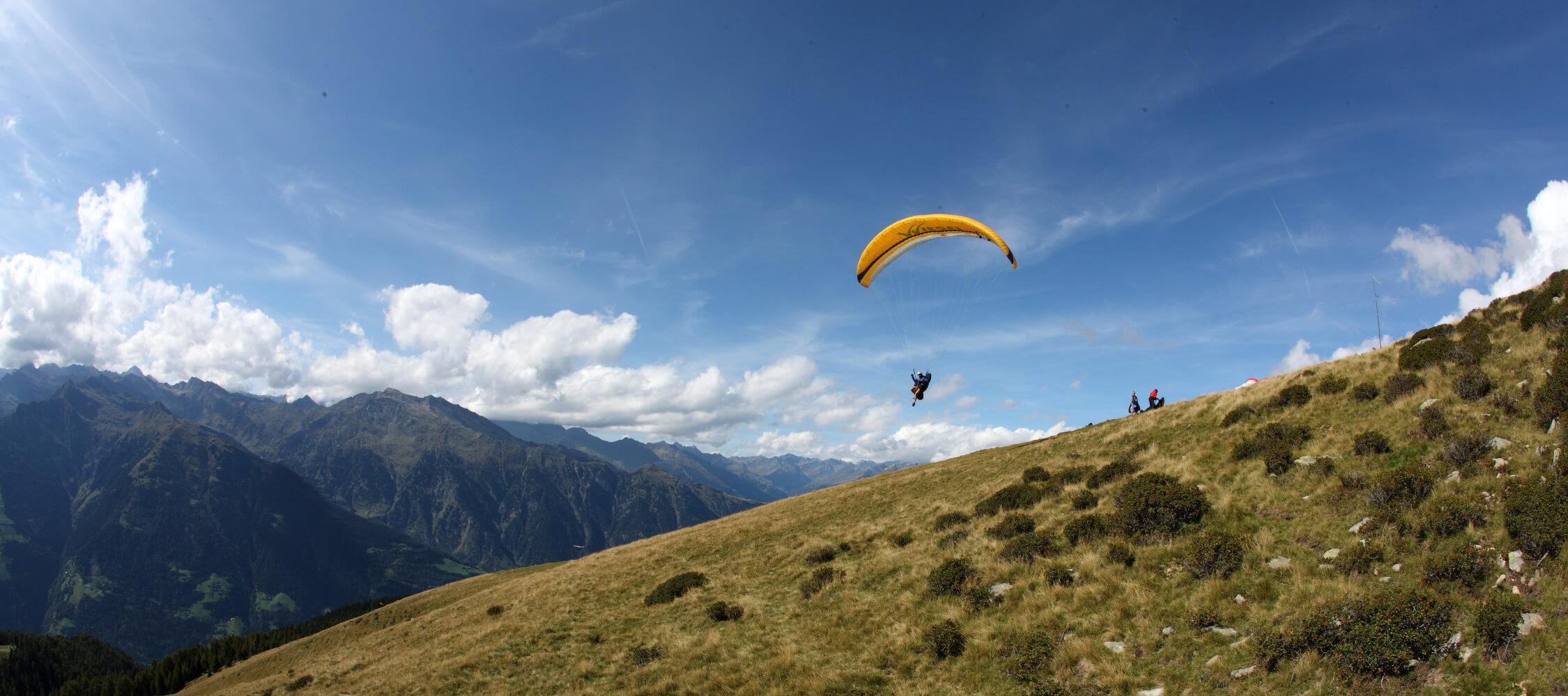 Italien-Trentino_Suedtirol_Alto_Adige_Merano_Meran_Natur_Sport_Paragliden_Fliegen_Tandem_Berge_MGM-Mario- Entero_mgm00279maen_2250x1000