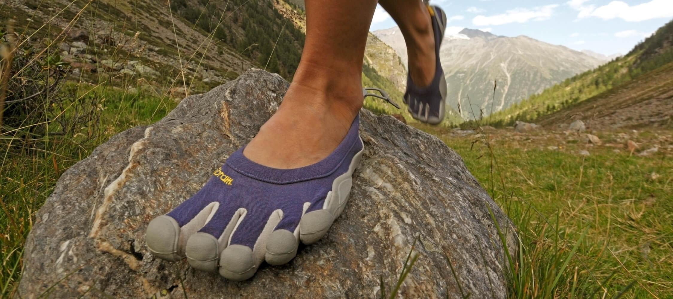 Italien-Trentino_Suedtirol_Alto_Adige_Merano_Meran_Natur_Sport_Sommer_Wandern_Berg_Barfuss_Five_Fingers_MGM-Frieder-Blickle_mgm00584frbl_2250x1000