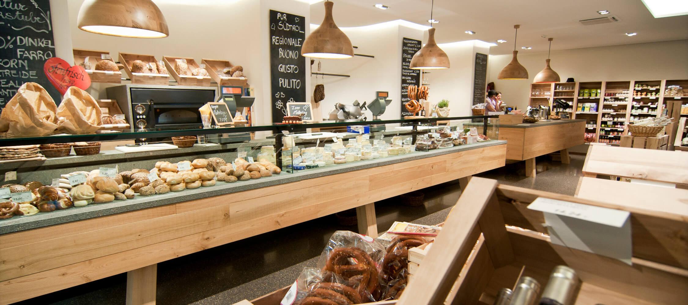 Italien-Trentino_Suedtirol_Alto_Adige_Merano_Meran_Produkte_Gastronomie_Einkaufen_Shopping_Pur_Suedtirol_Alex Filz_mgm01371pusd_2250x1000