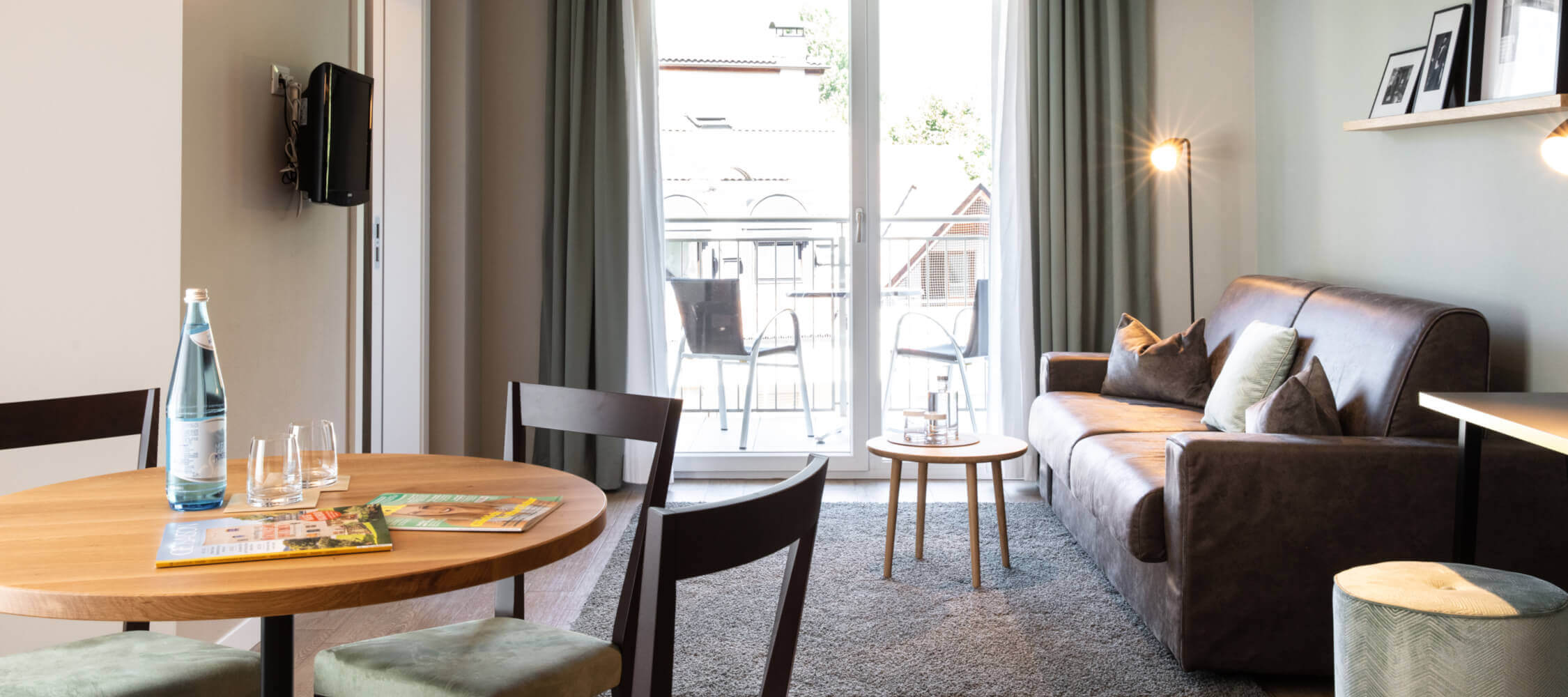 City_Hotel_Merano_Suite_City_3_Raum_Wohnzimmer_BeatricePilotto_3T1A1871_2250x1000
