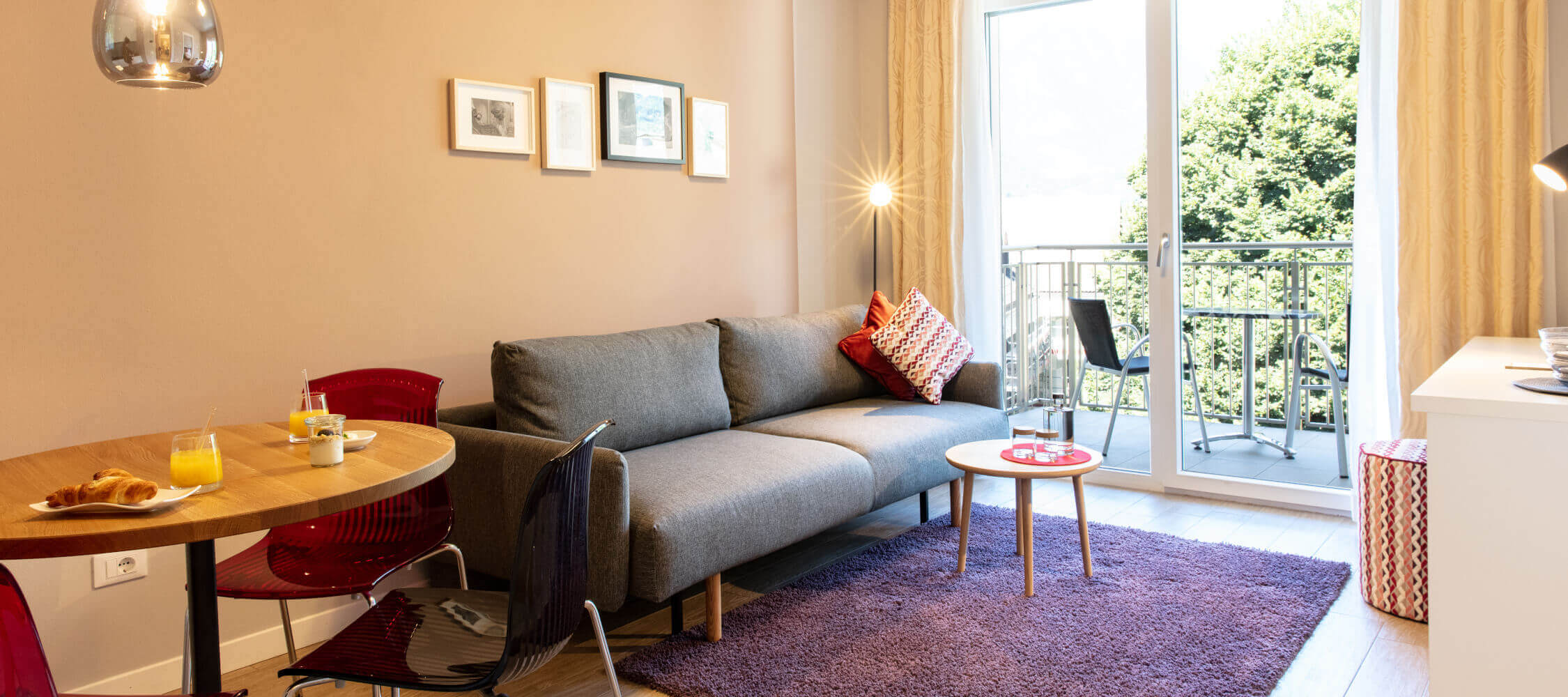 City_Hotel_Merano_Suite_Lifestyle_Wohnzimmer_BeatricePilotto_3T1A1835_2250x1000