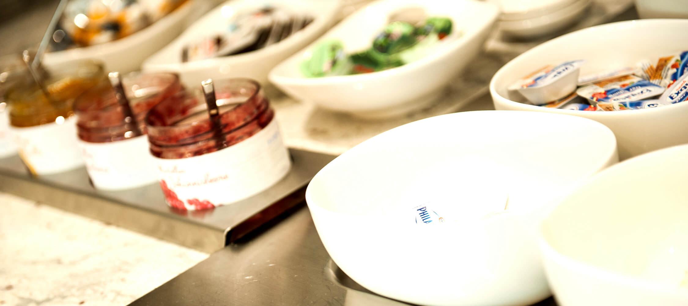 City_Hotel_Merano_Restaurant_Breakfast_Buffet_Fruehstueck_Essen_Auswahl_DSC0516_2250x1000
