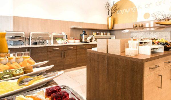 Vi attende il sensazionale buffet della prima colazione al City Hotel Merano, per regalarvi il buongiorno. Prodotti regionali di alta qualità altoatesina. Per gli amanti del riposo: buffet domenicale con orario prolungato. ©Forian Busch
