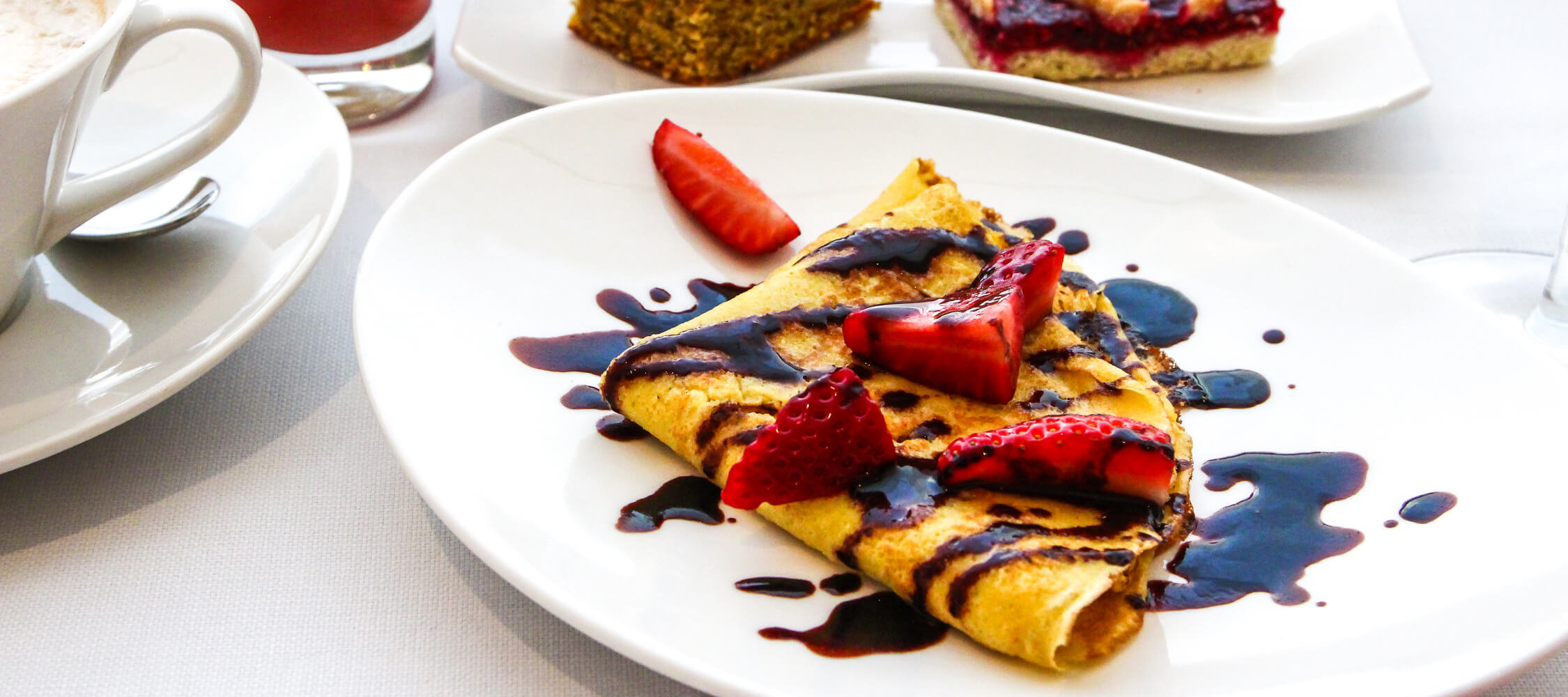 City_Hotel_Merano_Restaurant_Breakfast_Buffet_Fruehstueck_Essen_Crepes_Sweet_Anguane_5622_2250x1000