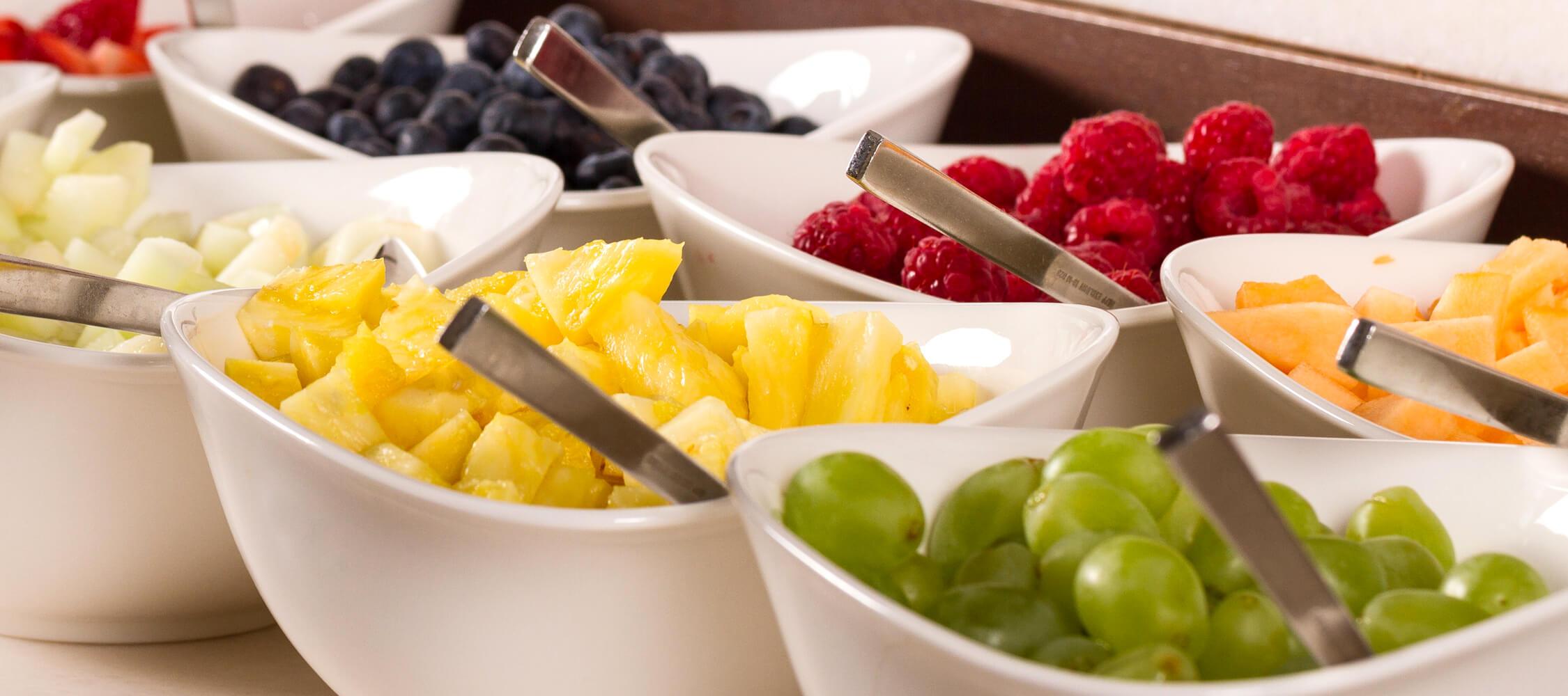 City Hotel Meran, Frühstücksbuffet, große Auswahl, Rohkost, Müsli, Obst, regionale Produkte