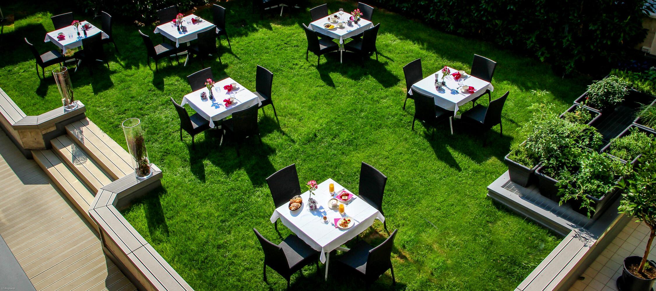 City_Hotel_Merano_Restaurant_Breakfast_Buffet_Fruehstueck_Terrasse_Anguane_2001_2250x1000