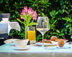 City_Hotel_Merano_Restaurant_Breakfast_Buffet_Fruehstueck_Terrasse_Tisch_Detail_Essen_Anguane_1994_255x202