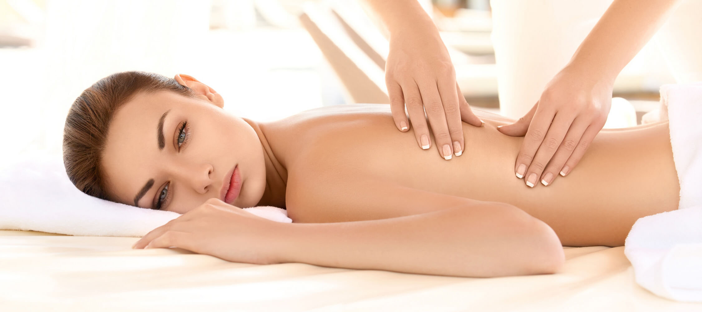 City_Hotel_Merano_Spa_Massage_Ruecken_Nacken_55029930_2250x1000