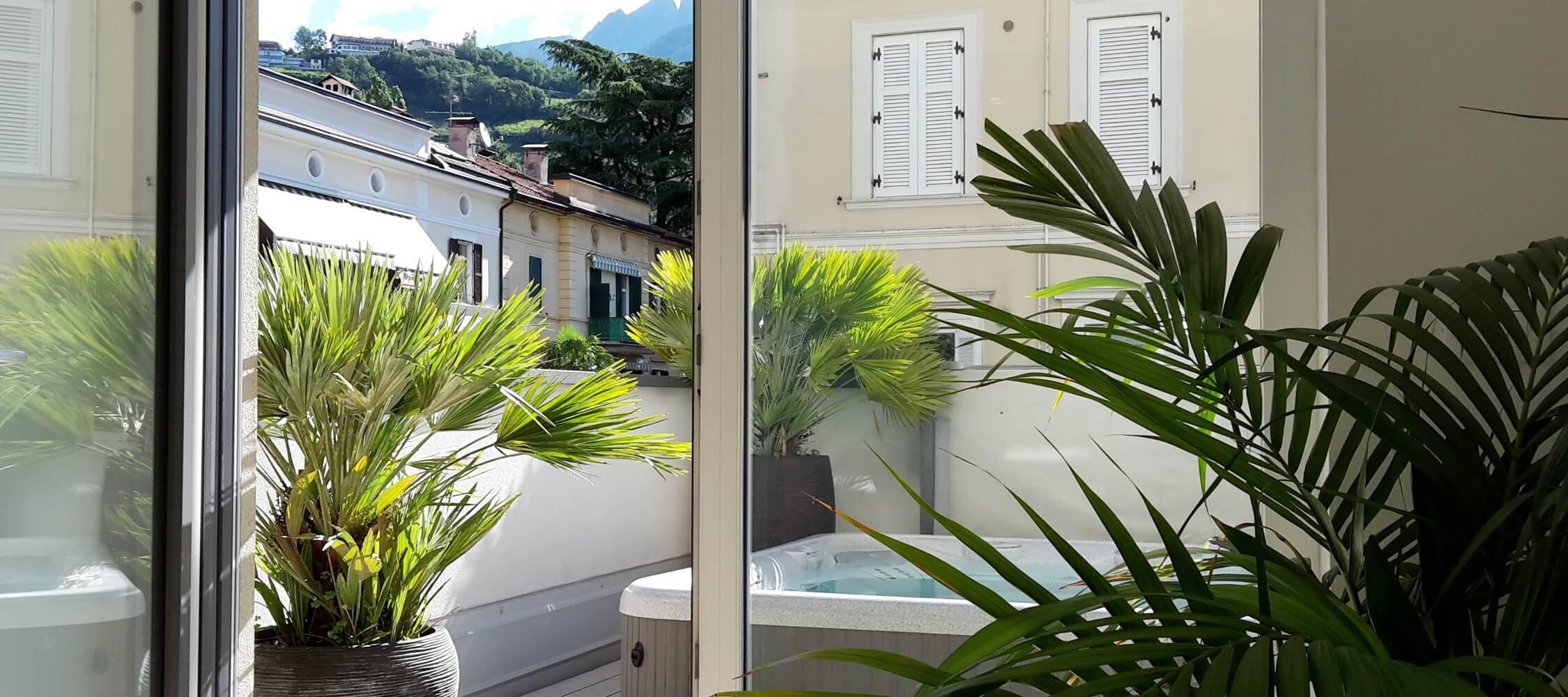 City_Hotel_Merano_Spa_Terrasse_Jacuzzi_Whirlpool_Anguane_20160806_094213_2250x1000