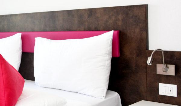 City Hotel Merano, suite City trilocale. Design fresco con grande letto kingsize. Tutte le suite sono anallergico e non-fumatori. Pulizia quotidiana. ©Demipress