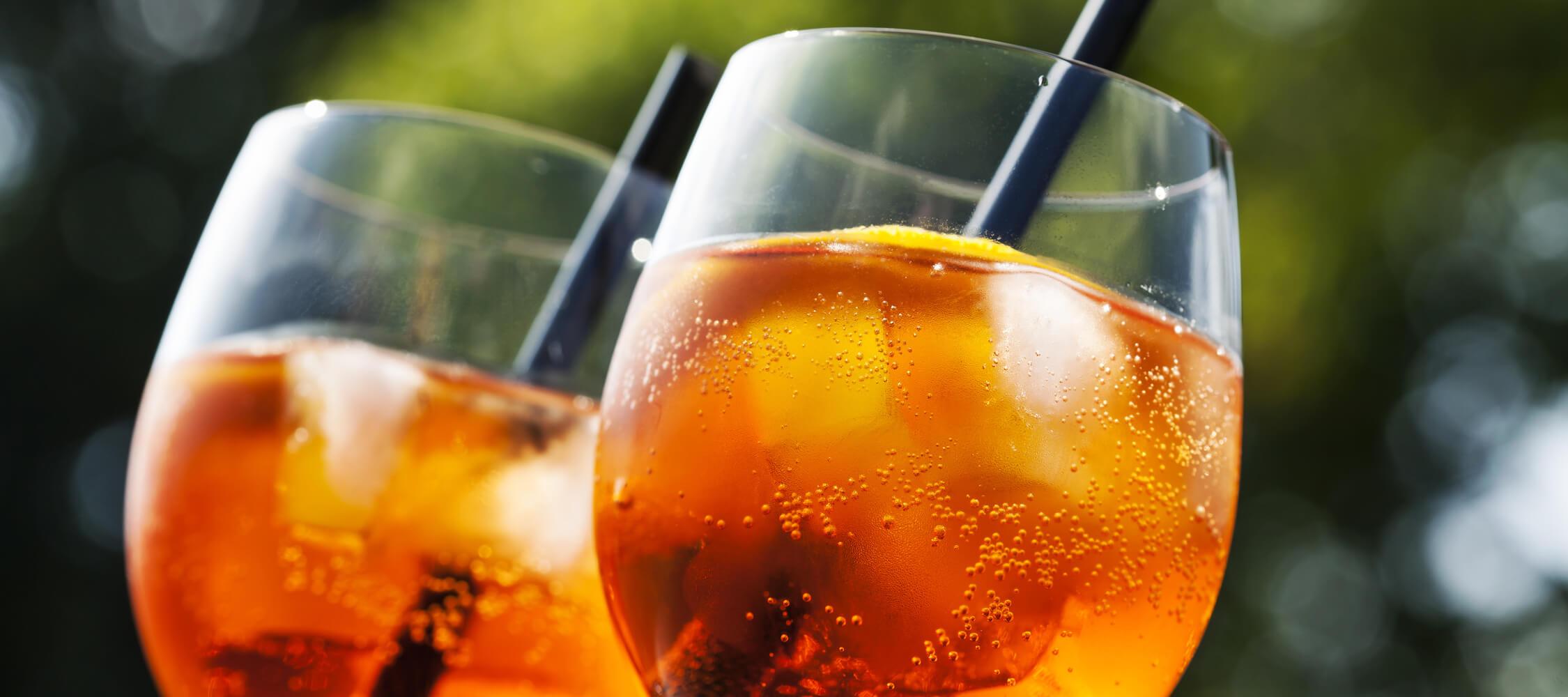 Hotel_Flora_Meran_Bar_Garten_Terrassel_Drink_Aperitif_Cocktail_163182734_2250x1000
