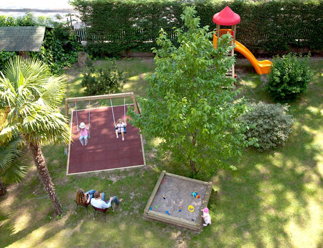 Hotel_Flora_Merano_Family_Kinder_Kinderspielplatz_Michael_Markl_ARK1146_1110x852