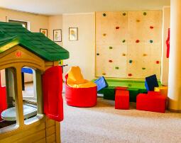 Hotel_Flora_Merano_Family_Kinder_Spielraum_Anguane_3553_255x202