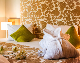 Hotel_Flora_Merano_Rooms_Amenities_Bademantel_Anguane_3517_255x202