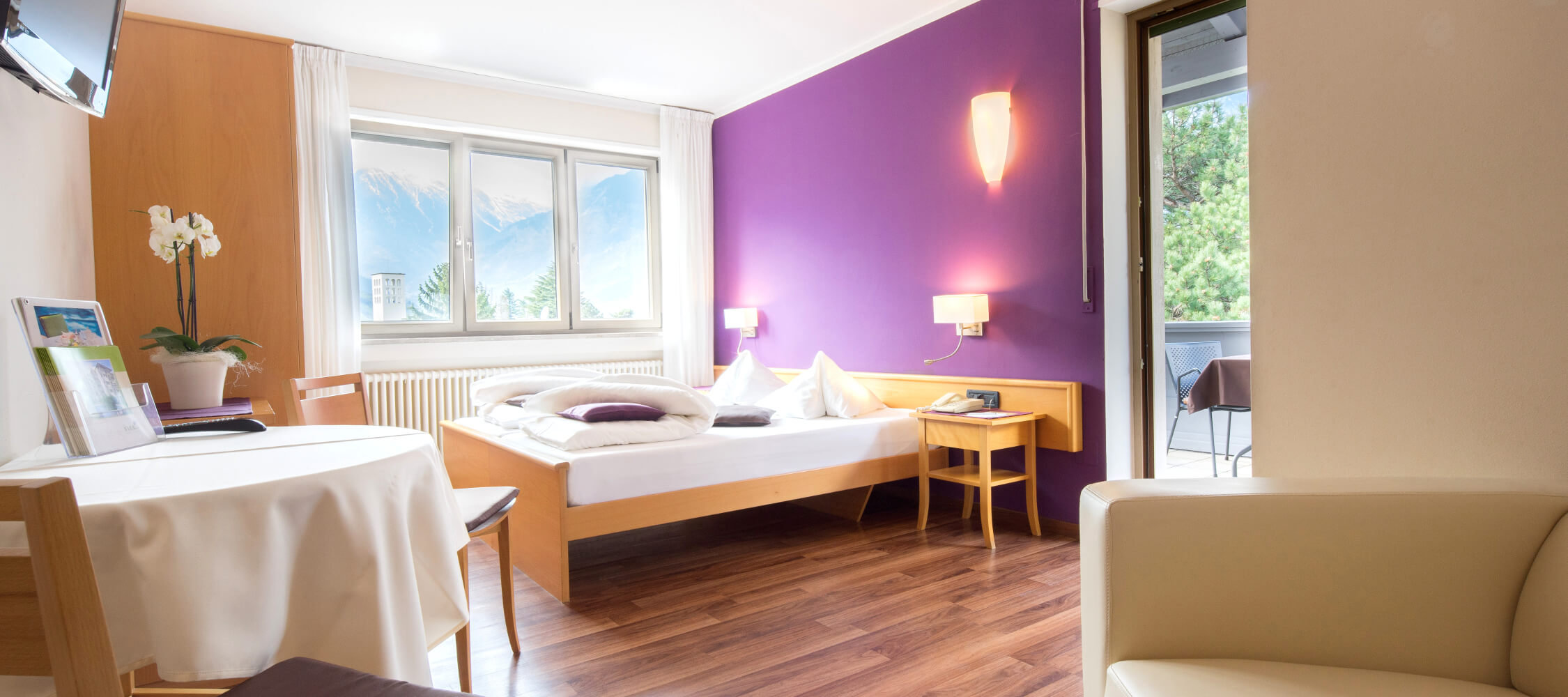 Hotel Flora, Merano, B&B, South Tyrol, priate terrace, king size double bed or 2 single beds, WiFi Internet for free, direct dial telephone, Sat TV with flat screen