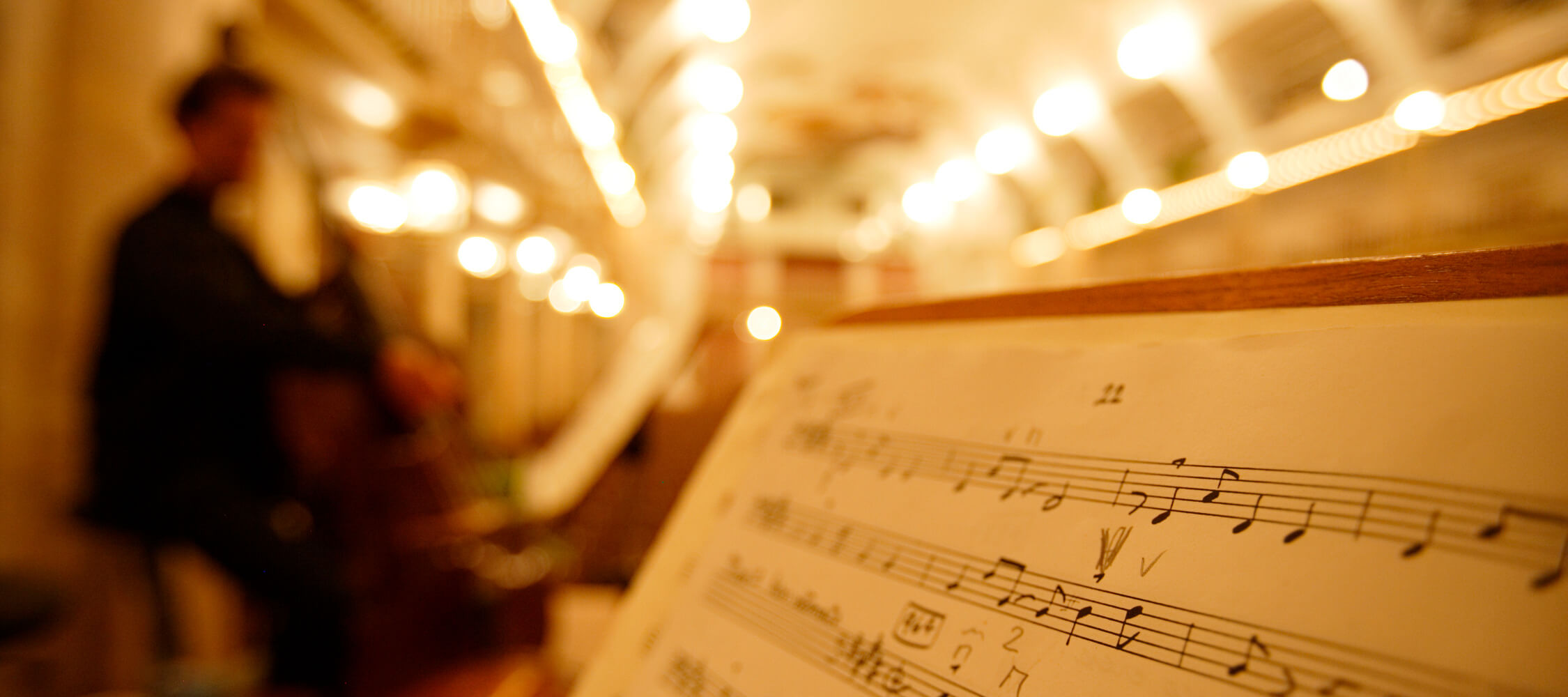 Italien-Trentino_Suedtirol_Alto_Adige_Merano_Meran_Kultur_Konzert_Musik_Kurhaus_Musiker_Noten_MGM-Frieder Blickle_mgm00400frbl_2250x1000
