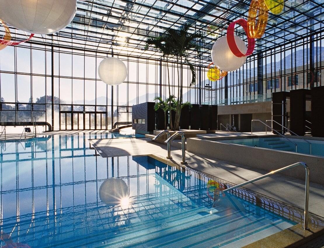 Italien-Trentino_Suedtirol_Alto_Adige_Merano_Meran_Therme_Pool_Badehalle_Schwimmbad_Manuela_Prossliner_1110x852
