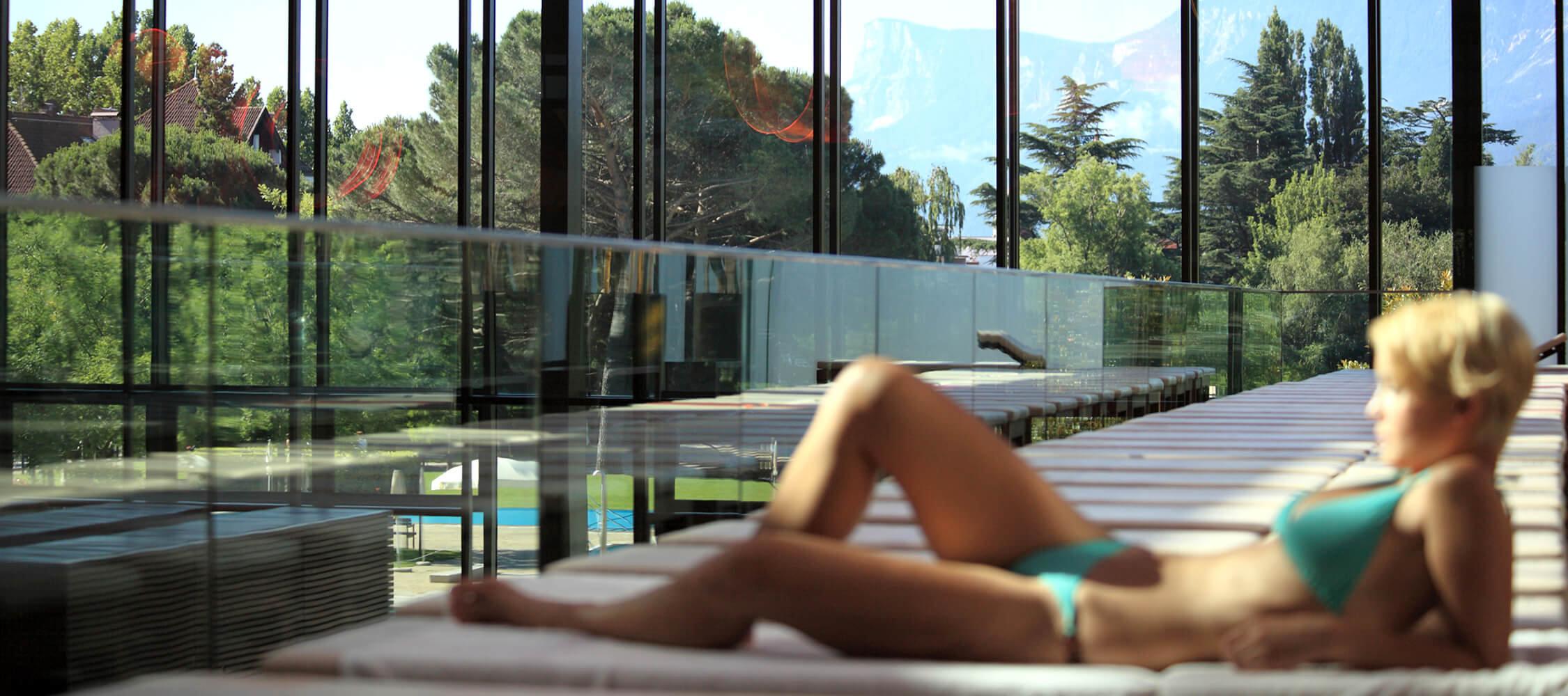 Italien-Trentino_Suedtirol_Alto_Adige_Merano_Meran_Therme_Pool_Badehalle_Schwimmbad_Panorama_Manuela_Prossliner_2250x1000