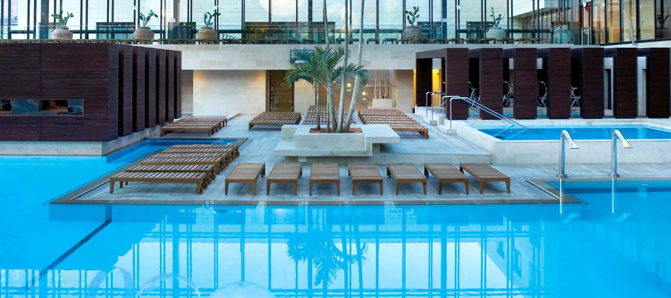 Italien-Trentino_Suedtirol_Alto_Adige_Merano_Meran_Therme_Pool_Badehalle_Schwimmbad_Trend_2250x1000