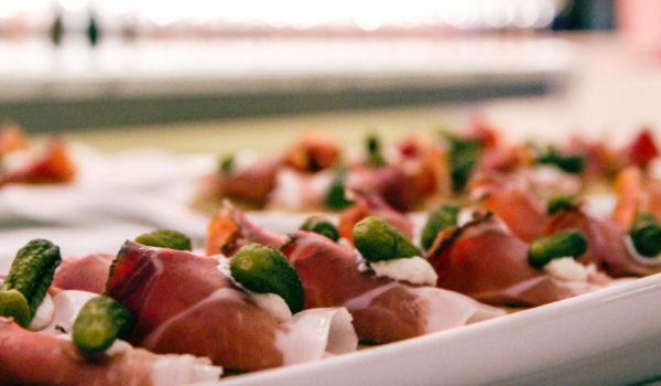 Italienische Antipasti oder internationale Leckerbissen. Lassen Sie sich verführen von unserer mediterran-alpinen Küche. ©Anguane