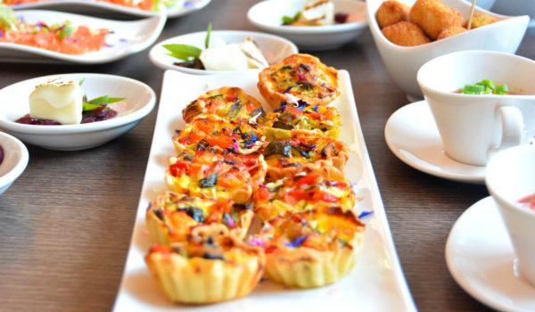 Creiamo il Vostro evento, su misura per Voi: antipasti con finger food, buffet personalizzati, menù degustazione, menù a base di pesce o menu a scelta. ©Demipress