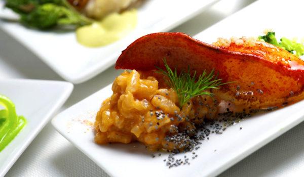 Wählen Sie zwischen Kleinigkeiten zum Appetitanregen, einem leichtem Menü für die Mittagspause oder einem Degustationsmenü mit vielen kleinen Köstlichkeiten.