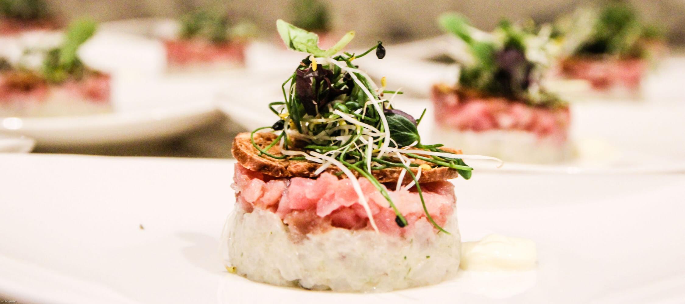 Restaurant_Tapas_Bar_The_Gallery_City_Hotel_Merano_Essen_Fisch_Tapas_Antipasto_Vorspeise_Hauptspeise_Dinner_Abend_Menu_Anguane_NY16-3645_2250x1000