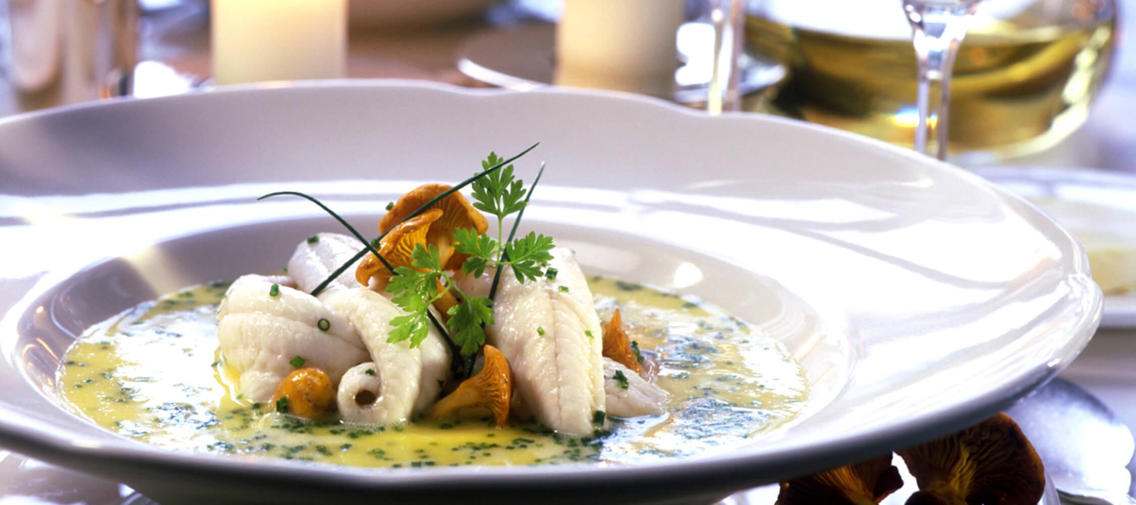 Restaurant_Tapas_Bar_The_Gallery_City_Hotel_Merano_Essen_Fisch_Vorspeise_Hauptspeise_Dinner_Abend_Menu_000006002542M_2250x1000