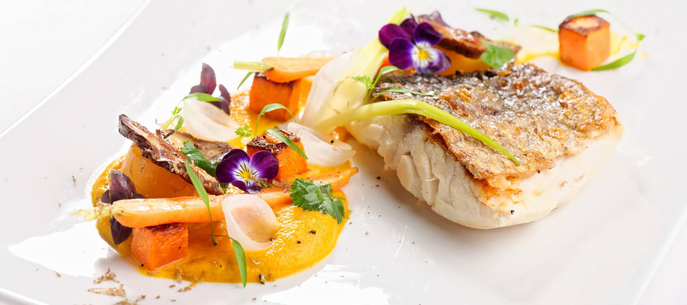 Restaurant_Tapas_Bar_The_Gallery_City_Hotel_Merano_Essen_Fisch_Vorspeise_Hauptspeise_Dinner_Abend_Menu_127979754_2250x1000