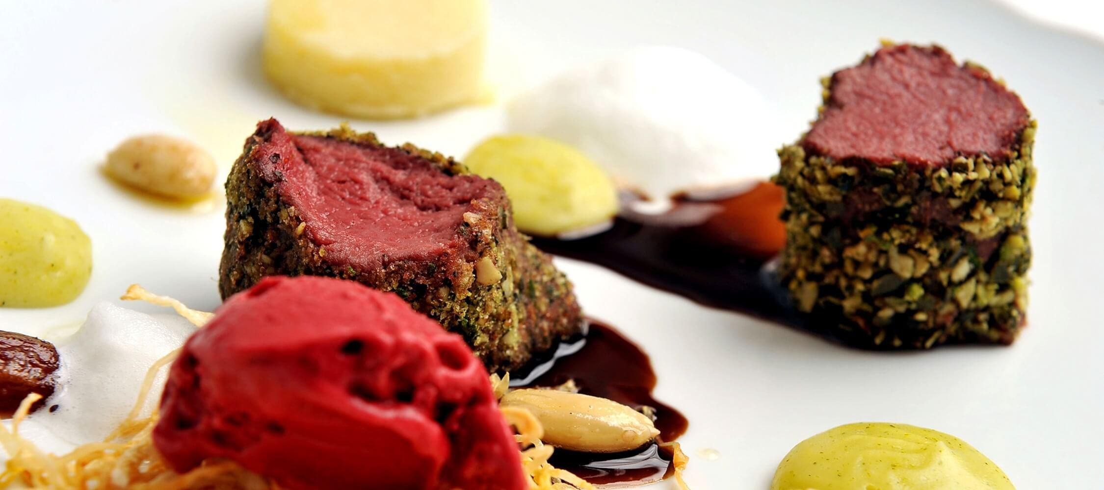 Restaurant_Tapas_Bar_The_Gallery_City_Hotel_Merano_Essen_Fleisch_Hauptspeise_Dinner_Abend_Menu_52268861_2250x1000