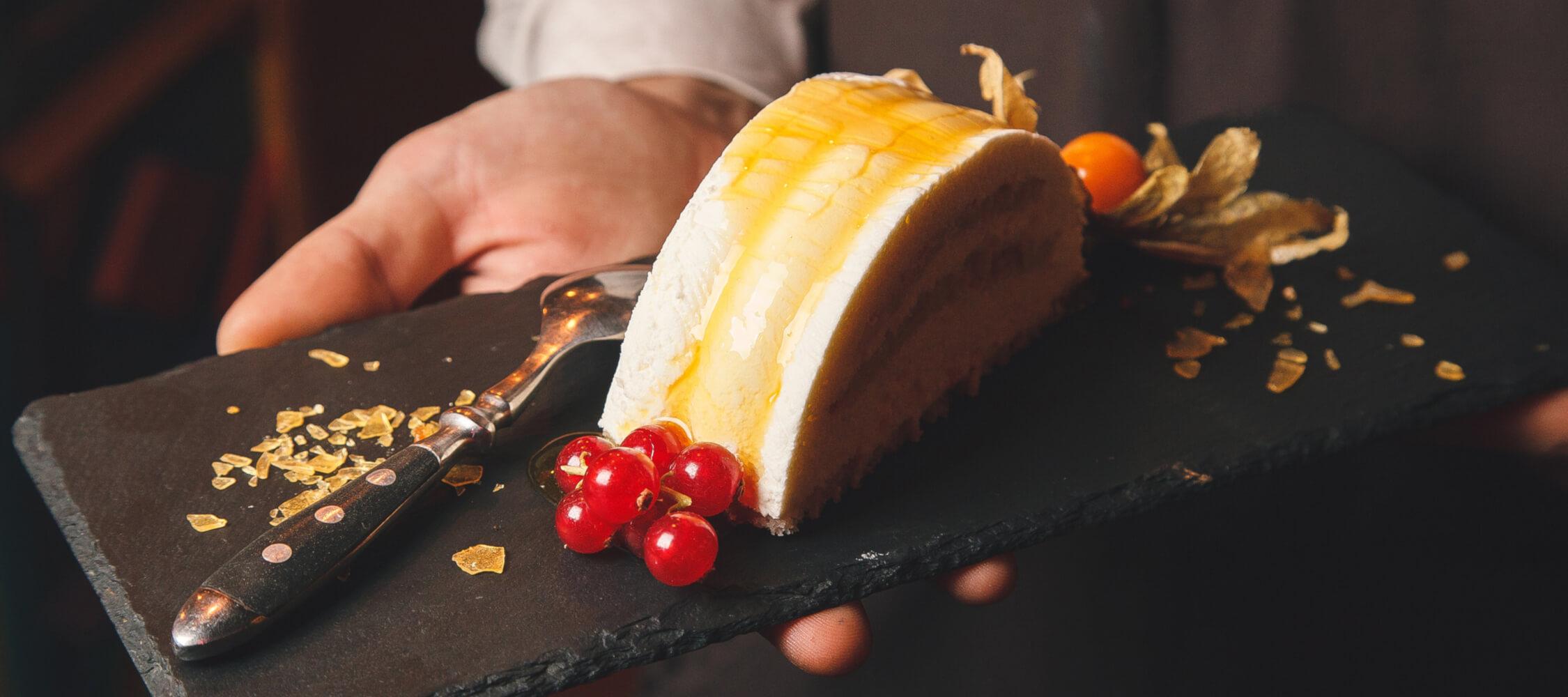 City_Hotel_Merano_Restaurant_City_Dinner_Dessert_Parfait_142931257_2250x1000