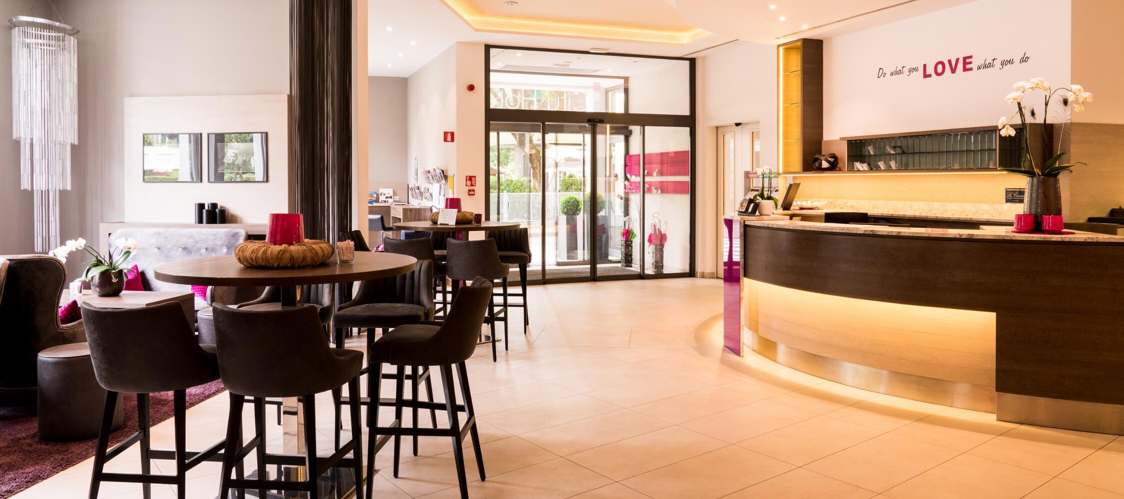 City_Hotel_Merano_Reception_Lobby_BeatricePilottto_DSC03663_2250x1000