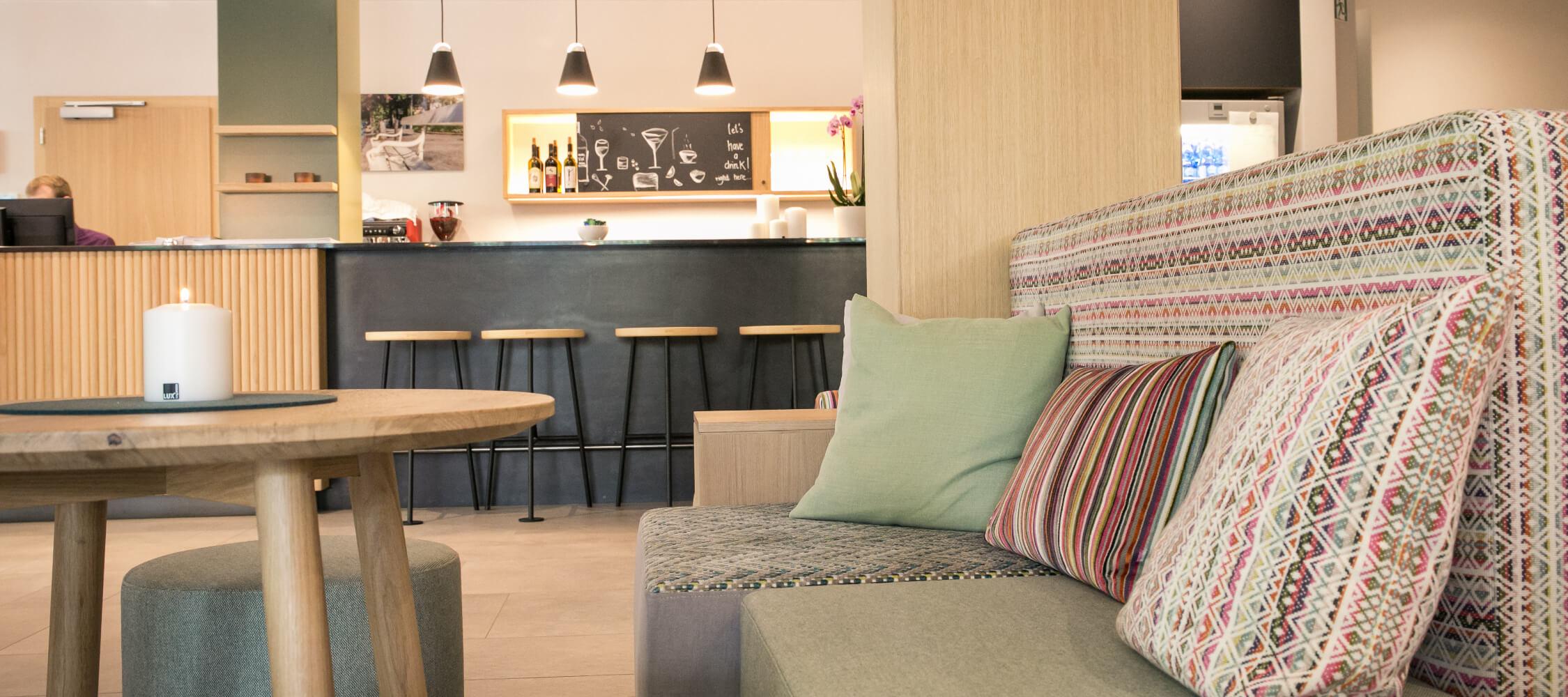 Hotel_Flora_Merano_Bar_Detail_Anguane_2018-6334_2250x1000