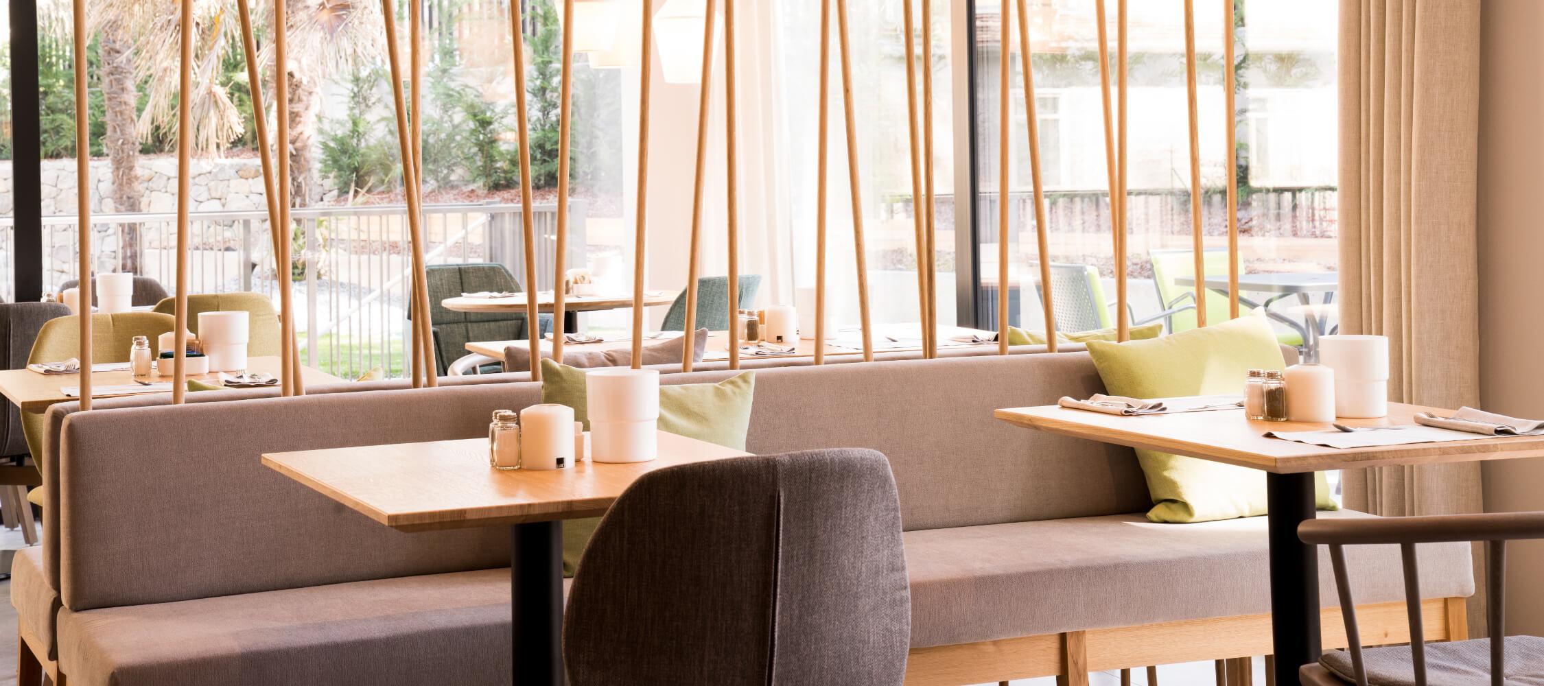 Hotel Flora, Meran, Südtirol, Stadthotel, Garten, modern, Lobby, Frühstücksraum, Aussenpool, zentrale Lage
