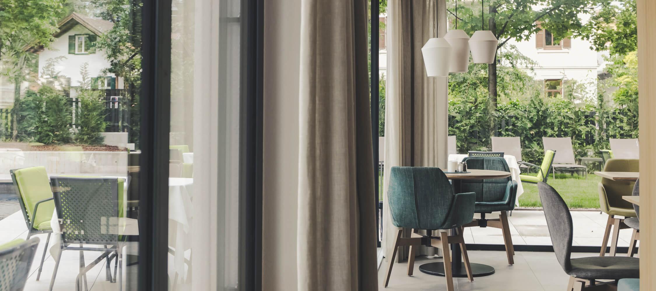 Hotel_Flora_Merano_Bar_Lobby_Detail_Anguane_2018-6423_2250x1000