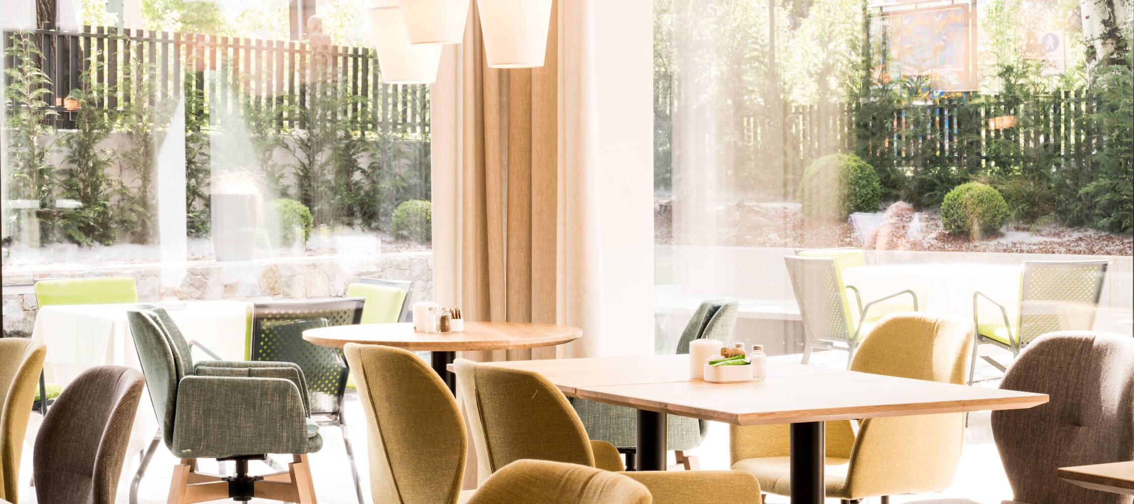 Hotel_Flora_Merano_Bar_Lobby_Detail_BeatricePilotto_DSC01141_2250x1000