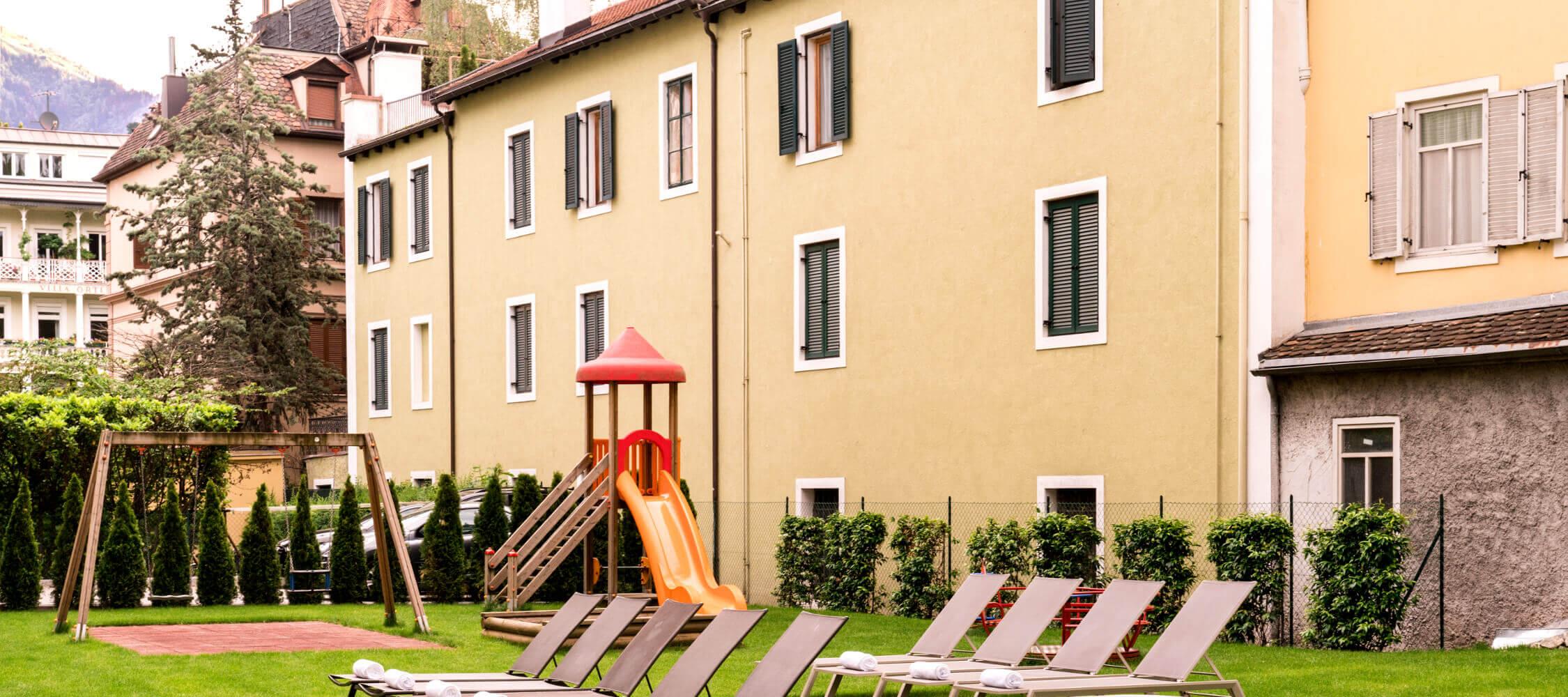 Hotel_Flora_Merano_Family_Kinder_Kinderspielplatz_Garten_BeatricePilotto_DSC03537_2250x1000
