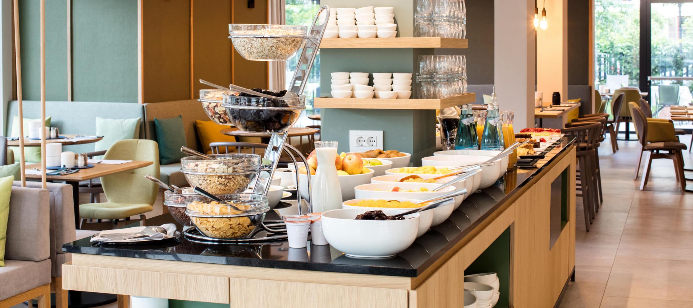 Hotel Flora, Meran, Stadthotel, Frühstücksbuffet, regionale Produkte, Obst, Wurstwaren, Muesli, Gebäck, Kuchen, Säfte, glutenfreie Produkte, Allergikerfreundlich