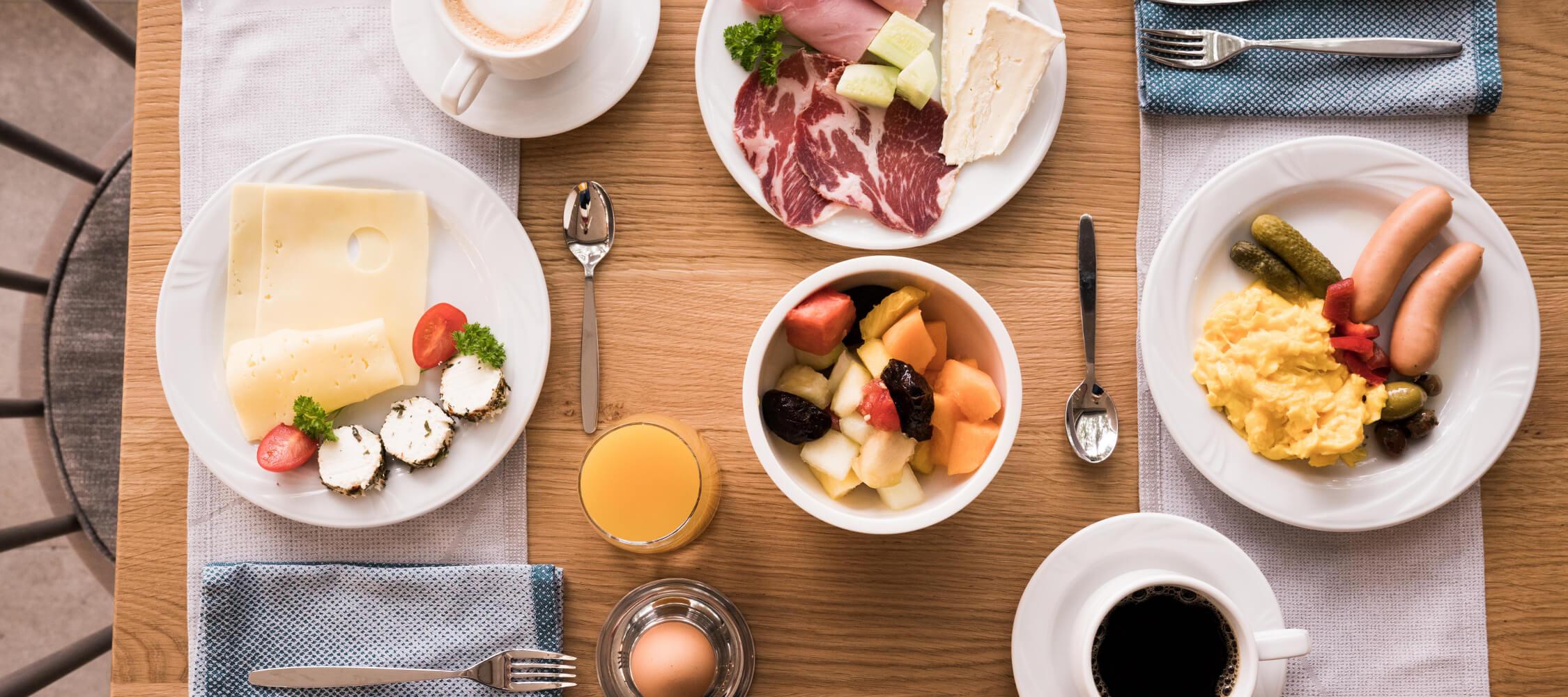 Hotel Flora, Meran, 3 Sterne Hotel, Frühstücksbuffet, regionale Produkte, Kaffeespezialitäten, Südtiroler Qualtiätsprodukte