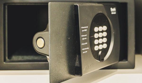 Ein Laptop-Safe im Zimmer steht Ihnen kostenlos für den gesamten Aufenthalt zur Verfügung. Wir können leider keine Haftung für Wertsachen übernehmen, die nicht im Safe aufbewahrt werden.©Anguane