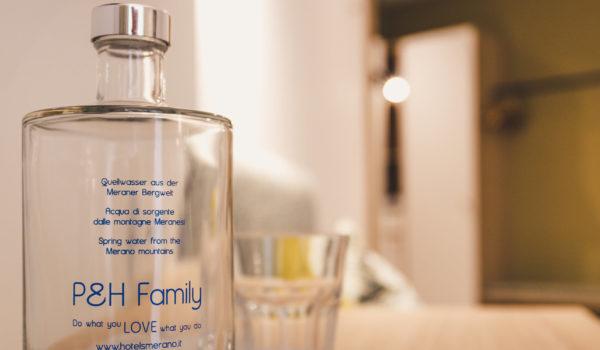 Auf Ihrem Zimmer finden Sie täglich frisches Meraner Quellwasser. Natürlich kostenlos! ©Anguane