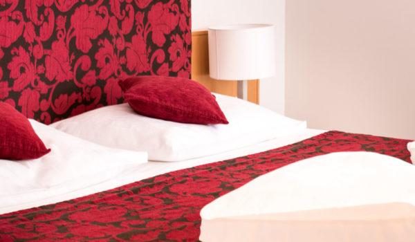 Mit Kingsize Doppelbett oder als Zweibettzimmer buchbar mit großem Südbalkon und Gartenblick. ©Beatrice Pilotto