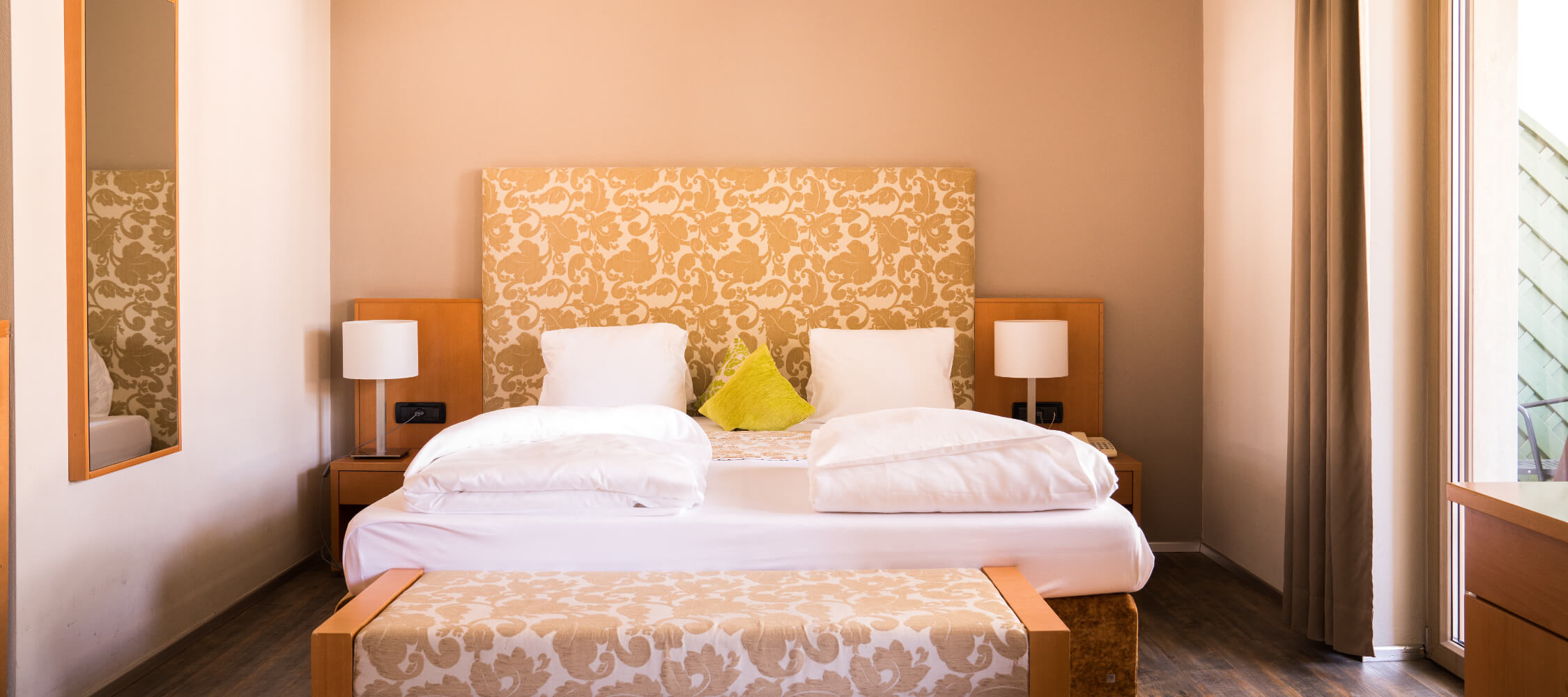 Hotel Flora, Meran, Suite Amaryllis, Balkon, für 4 Personen, Sitzecke, King Size Bett, WIFI gratis